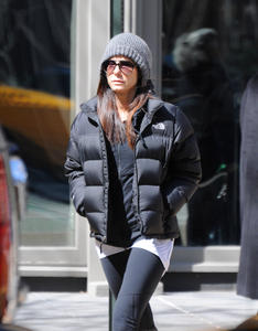 Sandra Bullock goes shopping at Restoration Hardware in NYC March 28, 2011 x7