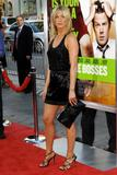 th_11828_JenniferAniston_HorribleBossespremiere_Hollywood_300611_041_122_215lo.jpg