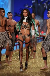 Emanuela De Paulahot lingerie Victoria's Secret Fashion Show