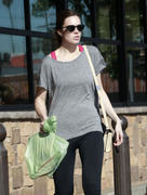 http://img285.imagevenue.com/loc386/th_927820252_Mandy_Moore_out_Shopping_in_LA4_122_386lo.jpg
