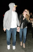 http://img285.imagevenue.com/loc420/th_645956224_Hilary_Duff_Dave_Matthews_Band_Concert2_122_420lo.jpg