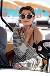 http://img285.imagevenue.com/loc496/th_311896461_Mischa_Barton_Bikini_Candids_on_the_Beach_in_Miami_December_27_2011_130_122_496lo.jpg