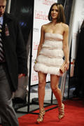 http://img285.imagevenue.com/loc499/th_04392_Jessica_Alba_at_The_World_Premiere_of_Little_Fockers13_122_499lo.jpg