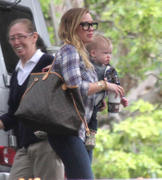 http://img285.imagevenue.com/loc520/th_843376987_Hilary_Duff_Heading_to_play_date_with_Luca1_122_520lo.jpg