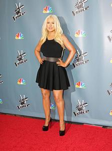 [Fotos+Videos] Christina Aguilera en la Premier de la 4ta Temporada de The Voice 2013 - Página 4 Th_985916332_Christina_Aguilera_41_122_582lo