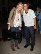 http://img285.imagevenue.com/loc593/th_84569_Emily_Osment_at_LAX_Airport10_122_593lo.jpg